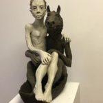 «Femme et loup sur la barque», 2018, terre cuite, h: 56 cm