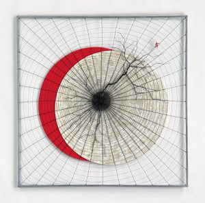 « Aube écarlate », 2017, 120x120 - Fil de fer tissé, toile de lin, huile